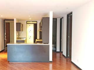Una sala de estar llena de muebles y una ventana en Apartamento En Venta En Bogota Chico Norte Iii