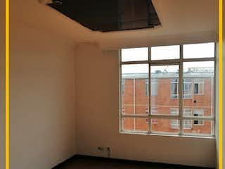 Un baño con una ventana y una ventana en Apartamento en venta en Barrio El Tintal, 45m² con Jardín...