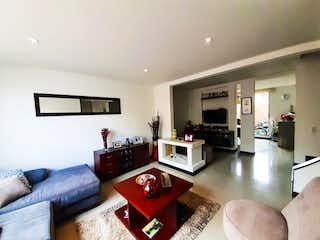 Una sala de estar llena de muebles y una televisión de pantalla plana en Venta Casa San Felipe Chia