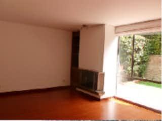 Una habitación que tiene una ventana en ella en Casa en venta, ubicada en Del Monte