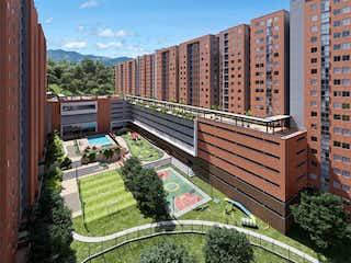 Un banco de madera delante de un edificio en Apartamento en venta en Cuchillas De San José 57m² con Jardín...