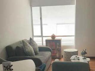 Una sala de estar llena de muebles y una ventana en Apartamento en venta en La Estrada, de 44mtrs2