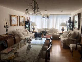 Una sala de estar llena de muebles y una ventana en Departamento en venta polanco-horacio