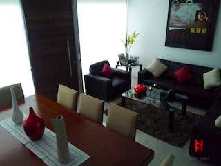 Una sala de estar llena de muebles y una chimenea en Casa en venta en Del Valle, de 258mtrs2