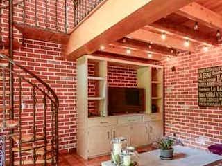 Una cocina con una mesa y sillas en ella en Casa en venta en Lomas de Vista Hermosa, de 236mtrs2