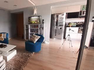 Una sala de estar llena de muebles y una mesa en Apartamento en venta Trapiche Sabaneta
