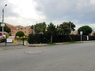 Una calle con una cerca y árboles en Apto venta Suba/ Rincón de santa Ines