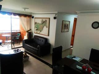 Una sala de estar llena de muebles y una televisión de pantalla plana en Apartamento en venta en Loma del Escobero, 72mt con balcon