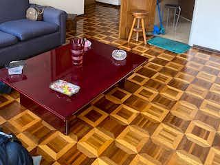 Una sala de estar llena de muebles y una chimenea en Apartamento En Venta En Bogota Nicolas De Federman