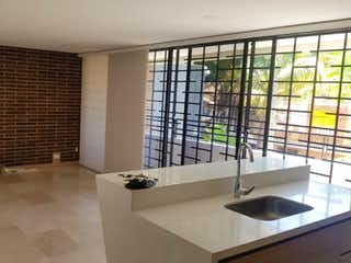 Un cuarto de baño con bañera y un gran ventanal en Apartamento En Venta En Medellin Velodromo