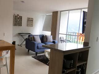 Una sala de estar llena de muebles y una ventana en VENTA APARTAMENTO - LA ESTRELLA