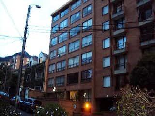 Un edificio alto sentado al lado de un edificio alto en VENTA APARTAESTUDIO 35Mtrs  10Mtrs TERRAZA CHAPINERO ALTO