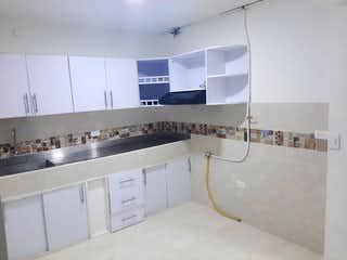 Un cuarto de baño con lavabo y ducha en Apartamento en Venta   Belén la Gloria,  Medellín