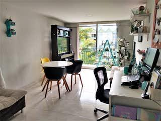 Una sala de estar llena de muebles y una televisión de pantalla plana en Venta Apartamento 74 m2 Milán Vallejuelos Envigado