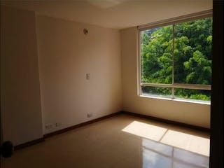 Un baño con una ventana y una ventana en Apartamento en Venta LOMA DE LOS GONZALEZ
