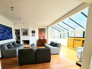 Una sala de estar llena de muebles y una ventana en VENDO: APARTAMENTO: ROSALES EMAUS: 19415 TERRAZA