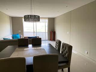 Una sala de estar llena de muebles y una ventana en Departamento en venta en Lomas de Santa Fe, 220mt