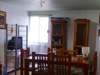 Una sala de estar llena de muebles y un suelo de madera en Departamento en venta en Irrigación, de 80mtrs2