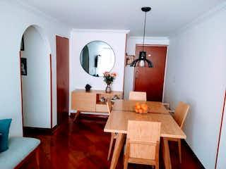 Una sala de estar llena de muebles y una mesa en Apartamento en venta en Ciudad Jardín Norte 64m² con Gimnasio...