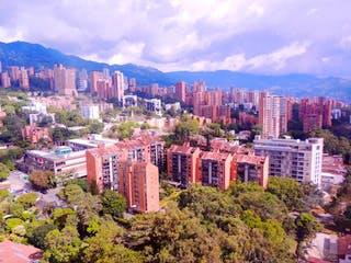 Una vista de una ciudad con edificios altos en el fondo en Apartamento  Penthouse Duplex En Venta Sector Poblado Alejandria