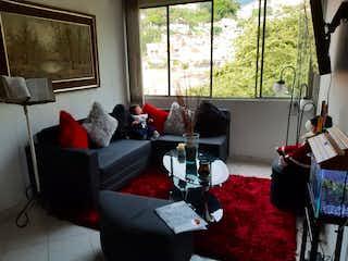 Una sala de estar llena de muebles y una chimenea en Apartamento en venta en Las Flores, de 77mtrs2