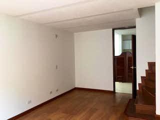 Una vista de una sala de estar con un suelo de madera en Casa en venta en Jordan, de 75,67mtrs2
