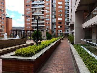 Un gran edificio de ladrillo con un tren en él en Apartamento En Venta En Bogota La Felicidad