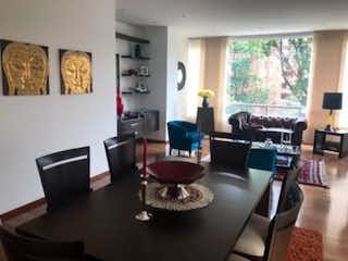 Una sala de estar llena de muebles y una televisión de pantalla plana en Apartamento en venta, ubicado en Chico Reservado