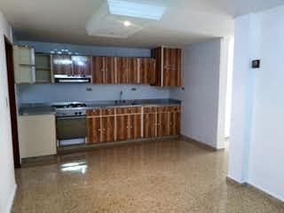 Una cocina con nevera y fregadero en Casa en venta en Florida Nueva, de 127mtrs2