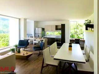 Una sala de estar llena de muebles y una televisión de pantalla plana en Oporto
