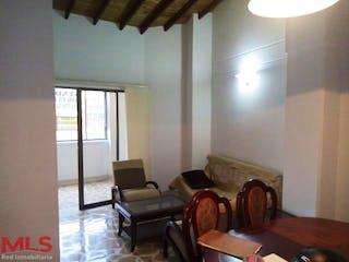 Una sala de estar llena de muebles y una ventana en La Manuela