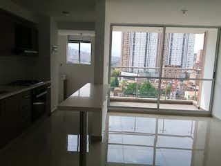 Una cocina con una ventana, un fregadero y una estufa en Conjunto Residencial La Quinta
