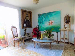 Una sala de estar llena de muebles y una pintura en Penthouse duplex apartment- full of terraces and great view