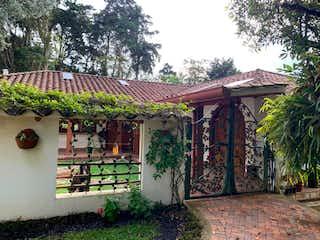 Una casa con un árbol y una casa en Dream home view at Palmas