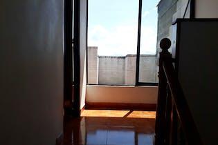 Venta Casa 3 Niveles, Robledo Pajarito, 3 Closet, Gabinetes, Cocina Integral
