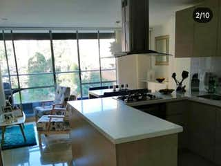Una cocina con un fregadero, una estufa y una ventana en Apartamento en venta en San José, de 72mtrs2