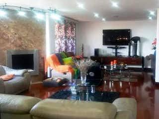 Una sala de estar llena de muebles y una chimenea en Apartamento en venta en Bosque De Pinos con acceso a Balcón