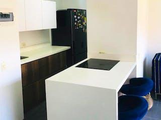 Un cuarto de baño con lavabo y un espejo en Se Vende Apartamento en Calasanz ,Medellin