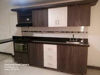 Una cocina con una estufa y un fregadero en Apartamento en venta de 145m2 en Envigado, Antioquia