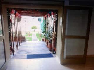 Un largo pasillo con un montón de flores en VENTA/PERMUTA APARTAMENTO USAQUEN  FRENTE CLNICA CARDIO INFANTIL