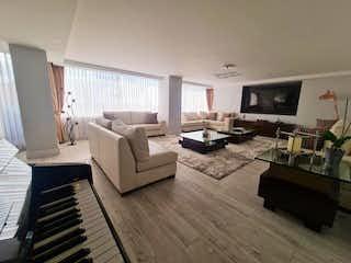 Una sala de estar llena de muebles y una televisión de pantalla plana en Apartamento en venta en Centro Usme de 4 hab.