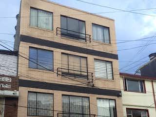 Un gran edificio con un reloj en él en Apartamento en Venta RIO NEGRO