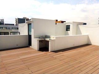 Una gran cocina blanca con un refrigerador blanco en 203m2 con roofgarden privado