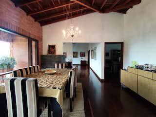 Un comedor con una mesa y sillas en Casa en venta en El Salado, de 2800mtrs2