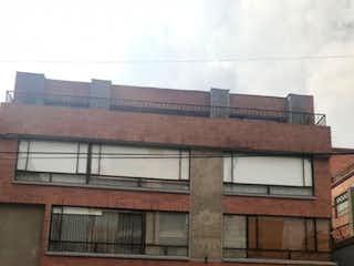 Un edificio de ladrillo con un reloj en el lado en Bogota, Venta Apartamento, Santa Barbara Central, 136 Mts
