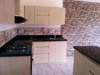 Una cocina con una estufa y un fregadero en Apartamento en venta en Casco Urbano San Jerónimo, de 92mtrs2