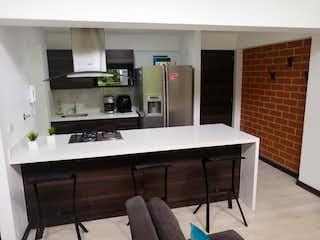 Una cocina con fregadero y nevera en SE VENDE APARTAMENTO EN EL RETIRO ANTIOQUIA