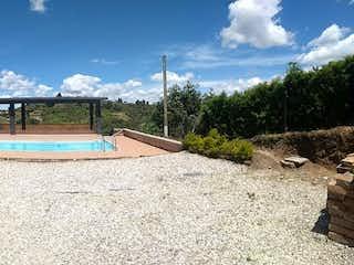 Una imagen de una casa al lado de un camino en Finca en Venta en Rionegro Antioquia