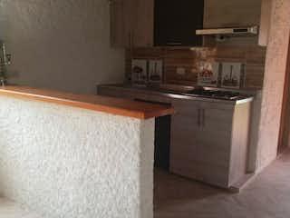 Un cuarto de baño con lavabo y un espejo en Casa en venta en San Jose, de 627mtrs2