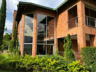 Una casa que tiene una ventana en ella en Casa en venta en Madelena 650m² con Gimnasio...